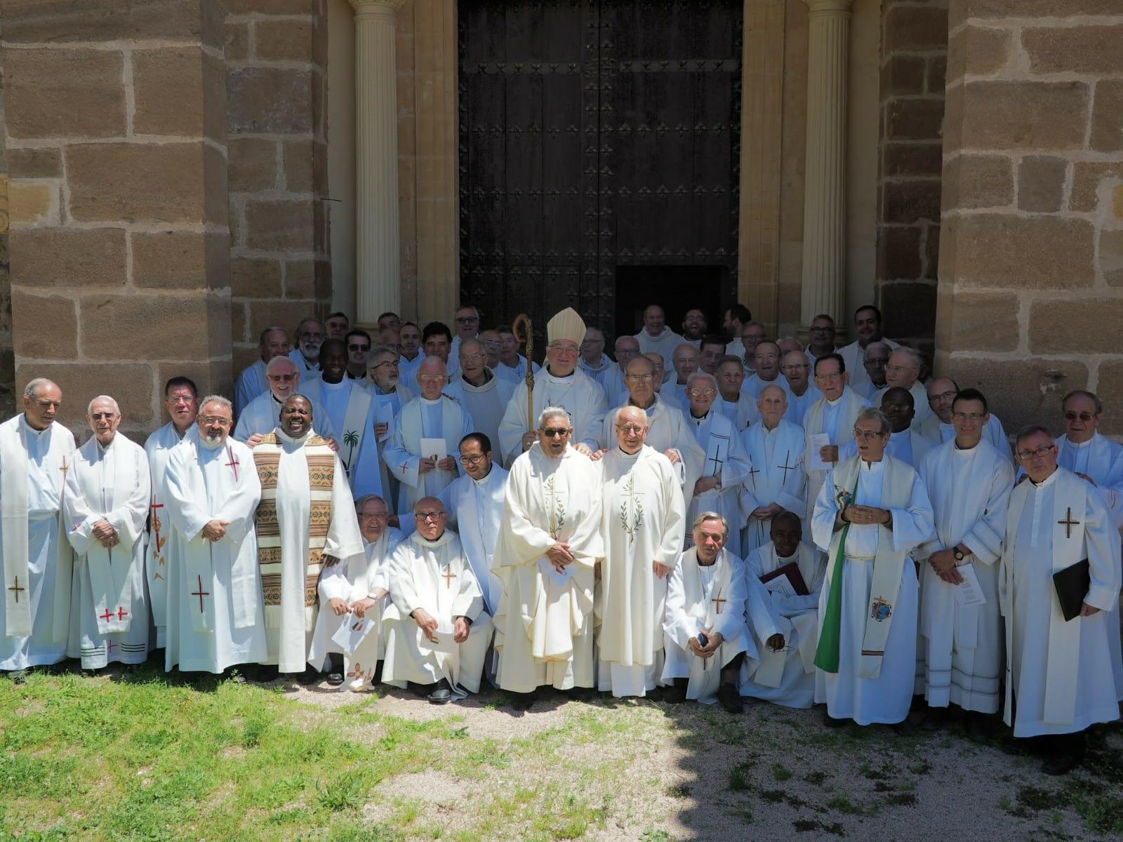 El COF formador en bodas de oro sacerdotales